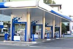 Benzynowa stacja z dosyć przestrzenią dla ładować Zdjęcie Royalty Free