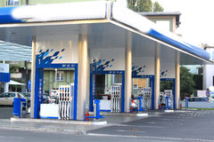 Benzynowa stacja z dosyć przestrzenią dla ładować Fotografia Royalty Free