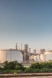 Benzynowego zbiornika oleju zakład petrochemiczny Fotografia Stock
