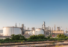 Benzynowego zbiornika oleju zakład petrochemiczny Obrazy Stock