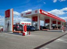 Benzynowej staci ` Lukoil ` dalej Zdjęcia Stock
