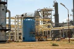Benzynowy zakład przetwórczy. fotografia stock