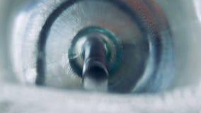 Benzyny dolewanie w pojazd Benzyna płynie w pojazdu zbiornika zbiory wideo