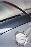 Benzyny pokrywa sporta samochód Fotografia Stock