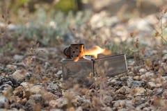 Benzyny zapalniczka na tle natura obrazy stock
