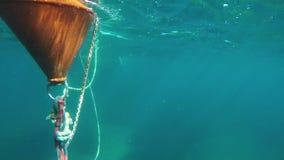 Beobachten der Boje unter Oberfläche stock footage