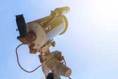 Beobachten des Sun mit Teleskop Sonnenfinsternisteleskop Solar Stockbild
