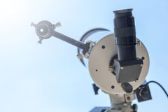 Beobachten des Sun mit Teleskop Sonnenfinsternisteleskop Solar Stockbilder