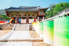 Beomeosatempel en kleurrijke lantaarns in Busan, Korea royalty-vrije stock foto's