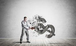 Bepaalde bankiersmens in leeg concreet fig. van de ruimte brekend dollar Royalty-vrije Stock Foto