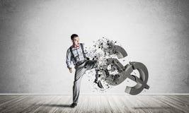 Bepaalde bankiersmens in leeg concreet fig. van de ruimte brekend dollar Stock Foto