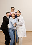 Bepaalde vrouwen die kabel trekken Stock Foto