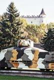 Bepansrat drev Hurban och slott i Zvolen, slovakisk republik, Worl Royaltyfria Foton