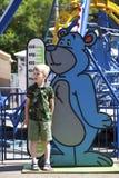 Beperkingen op de groei in een pretpark van kinderen stock afbeelding