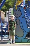 Beperkingen op de groei in een pretpark van kinderen stock foto's