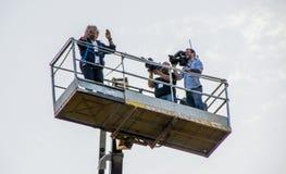 Beppe Grillo da Movimento 5 Stelle (partito politico italiano) parla su una gru Fotografia Stock