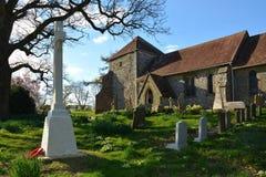 Bepton, West-Sussex, Großbritannien, Kirche St. Marys u. Kirchhof lizenzfreies stockbild