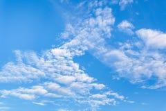 Bequem mit dem blauen Himmel stockbild