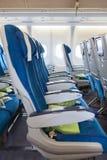 Bequeme Sitze in der Flugzeugkabine Stockbild