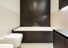 Bequemes Badezimmer Stockfoto