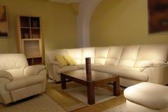 Bequemes Wohnzimmer lizenzfreies stockbild