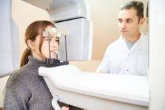 Beräknad tomography av tänder arkivbilder