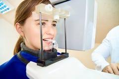 Beräknad tomography av tänder arkivfoto