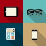 Beräknande begrepp på olika elektroniska apparater. Arkivbilder