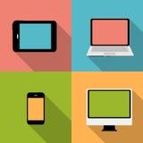 Beräknande begrepp på olika elektroniska apparater. Arkivfoton