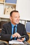 Beräknande försäkring för finansiell rådgivare arkivbild