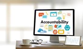 Beräknar global finans för ansvarighetsparkontopengar t Arkivfoto