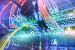 Beräkning och kommunikation för teknologiinfrastrukturmoln för färgbegrepp för bakgrund blåa internet fotografering för bildbyråer