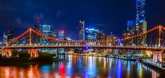 Berättelsebron och Brisbanen CBD som tas från Wilsons utkik Fotografering för Bildbyråer