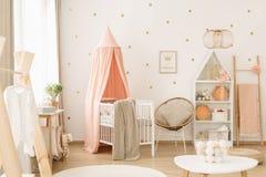 Berçário bonito do rosa pastel imagens de stock royalty free
