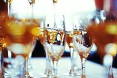 Beröm Abstrakt bild av champagneexponeringsglas Royaltyfri Fotografi