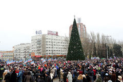 Beröm av den internationella dagen av solidaritet i Donetsk på Fotografering för Bildbyråer