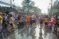 Beröm av den Songkran festivalen, det thailändska nya året på Phuket Arkivbilder