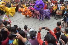 Beröm av det kinesiska nya året i den Semarang staden Arkivbilder