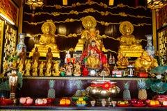 Beröm av det kinesiska nya året i templet Saphan Hin Arkivbilder