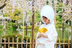 Beröm av ett typisk bröllop i Japan Arkivfoto