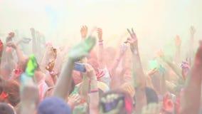 Beröm av Holi färgar festival arkivfilmer