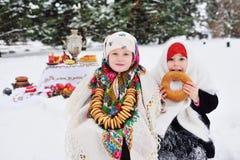 Beröm av karnevalet Ryssland Shrovetide royaltyfri foto