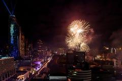 Beröm BANGKOK, THAILAND - DECEMBER 31 för nya år för fyrverkeri, Arkivfoto