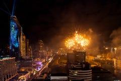 Beröm BANGKOK, THAILAND - DECEMBER 31 för nya år för fyrverkeri, Arkivfoton