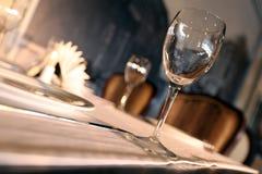 Beröm för bordsservis för korridor för bufférestaurangkafé glass Fotografering för Bildbyråer