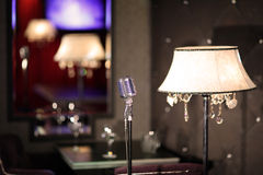 Beröm för bordsservis för korridor för bufférestaurangkafé glass Arkivbilder