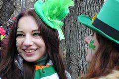 Beröm för dag för St Patrick ` s i Moskva Arkivfoto