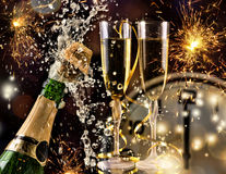 Beröm för nytt år med champagne Arkivfoton