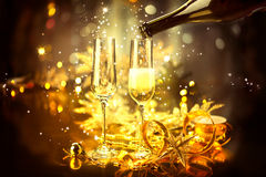 Beröm för nytt år med champagne royaltyfri bild