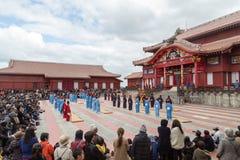 Beröm för nytt år på den Shuri slotten i Okinawa, Japan Arkivbilder